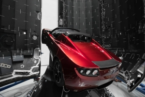 Elon Musks Tesla Roadster in der Ladebucht der Falcon Heavy