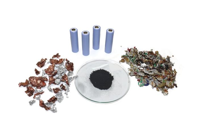 Das Fraunhofer IWKS hat eine Methode entwickelt, die Batterien elektrohydraulisch zerkleinert. Zurück bleiben wiederverwertbare Bestandteile. Bild: Fraunhofer IWKS